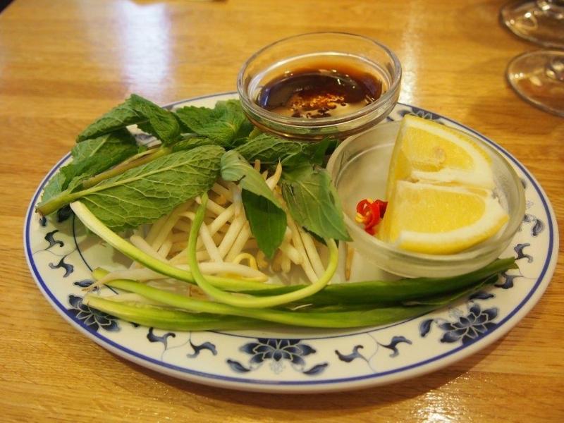 Bambusové výhonky,bylinky a rybí omáčka k pho