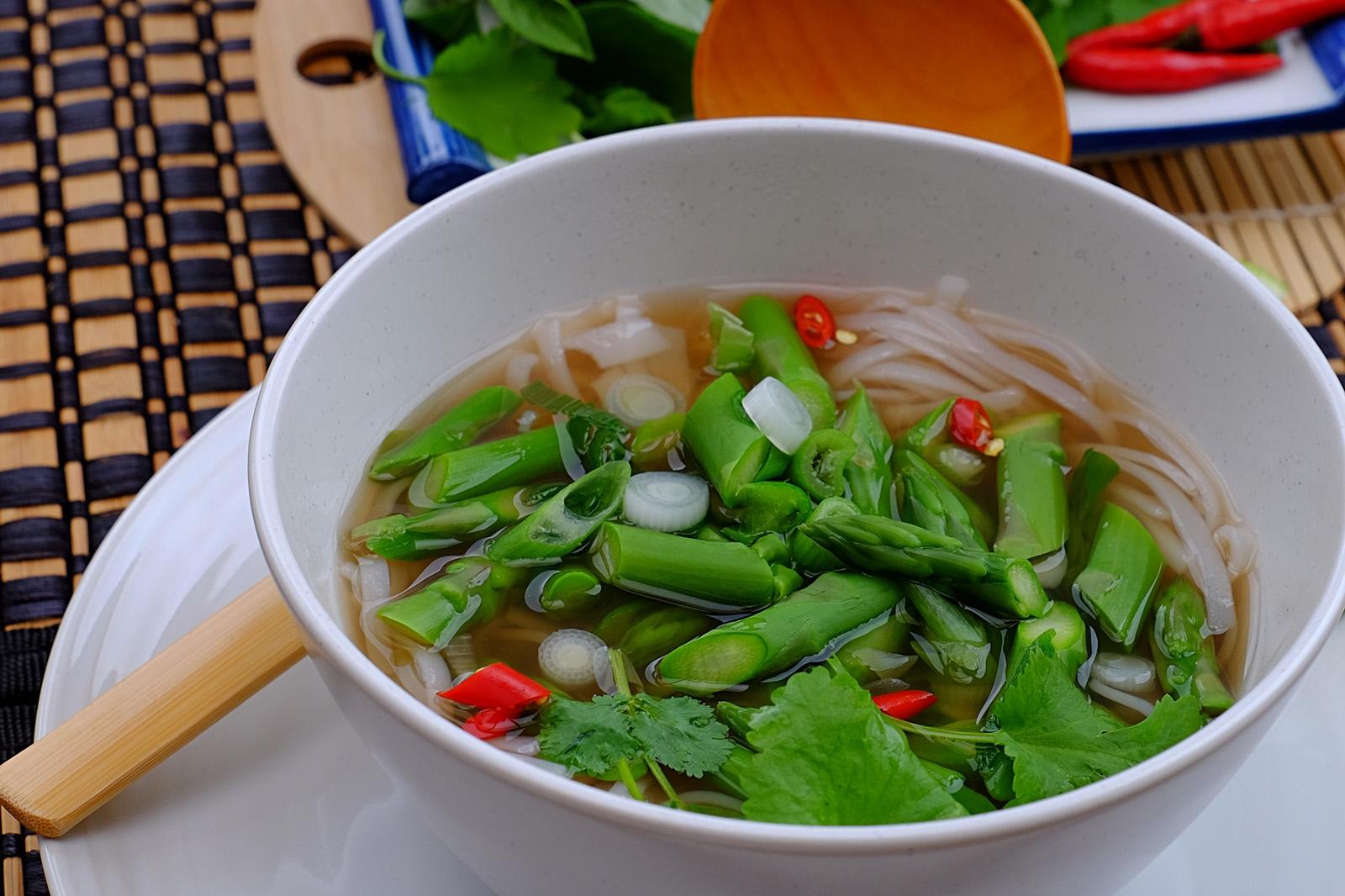 Pro pikantní chuť polévky přidejte chilli papričky