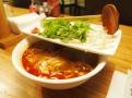 """""""Hot and spicy""""  kuřecí polévka pho (Bun Ga Hue) doplněná limetkou, chilli papričkami, bambusovými výhonky a čerstvými bylinkami"""
