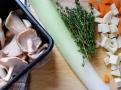 Houby jen krátce osmahněte na másle a olivovém oleji s tymiánem
