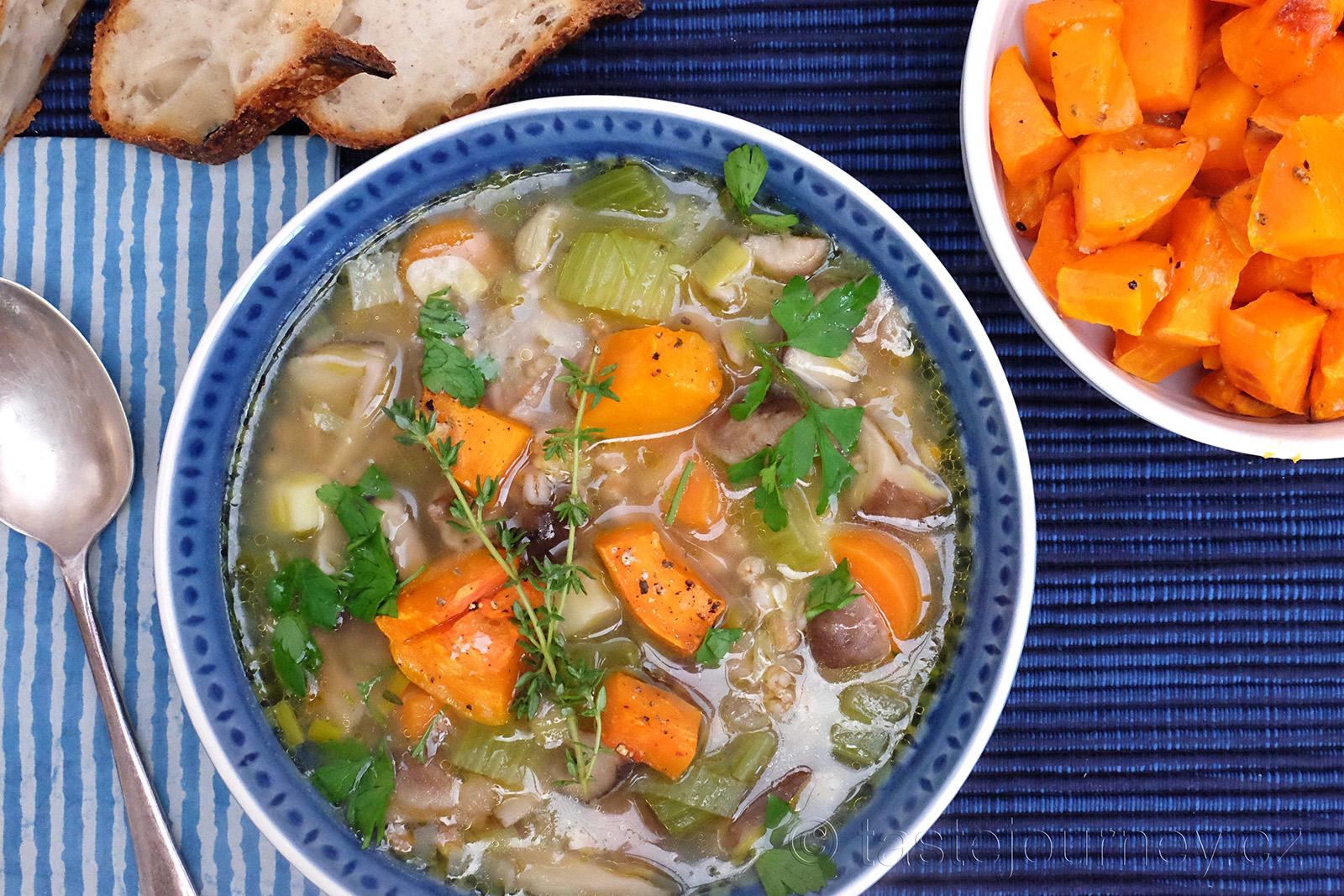 Barevná a chutná dýně oživí houbovou polévku
