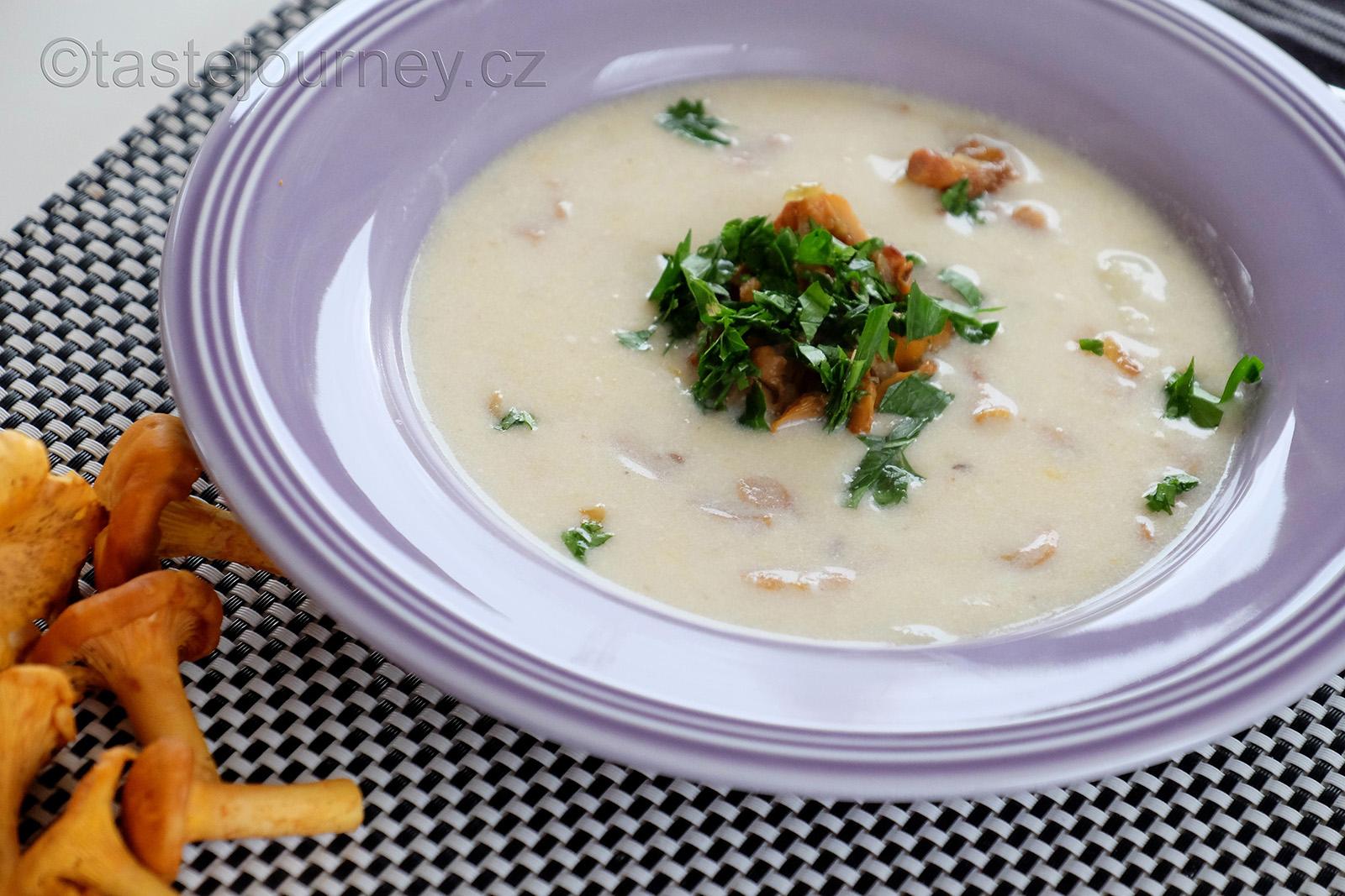 I polévku s liškami můžete ještě dozdobit osmaženými liškami