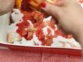Rebarboru posypte cukrem a zakapejte šťávou z krvavých pomerančů a citrónů