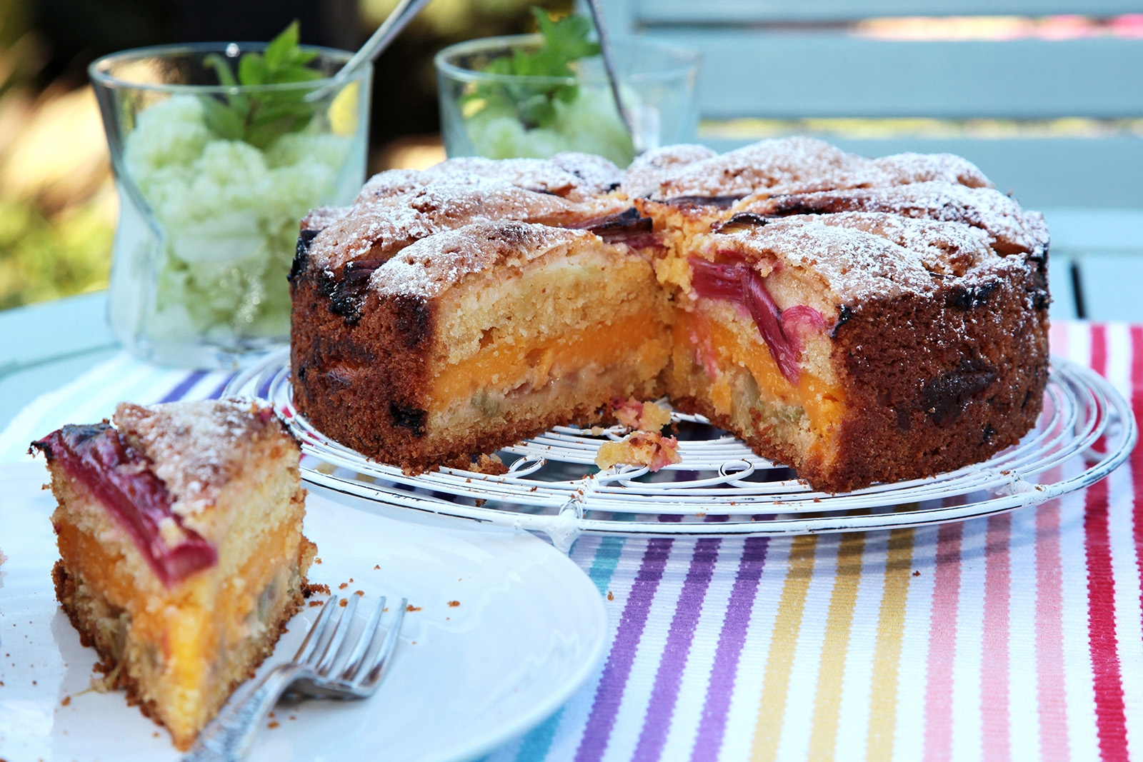 Letní pohoštění z rebarbory/granita a třený koláč s pudinkem