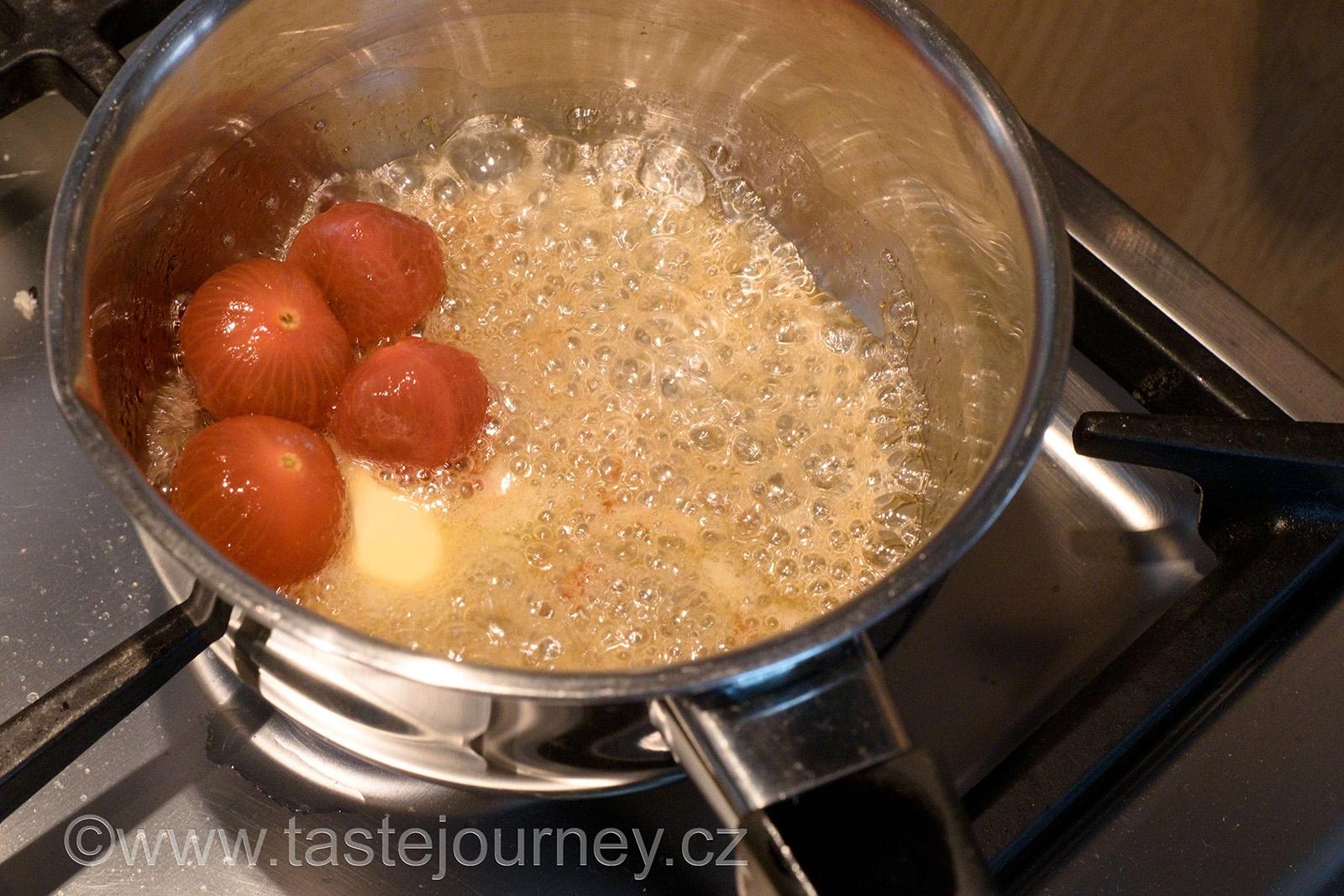 Medové ochucení rajčat s přidáním másla