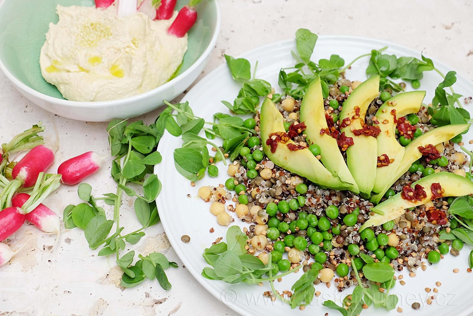 Pro pikantní verzi salátu volte naložené chilli anebo oriantální pastu harissa