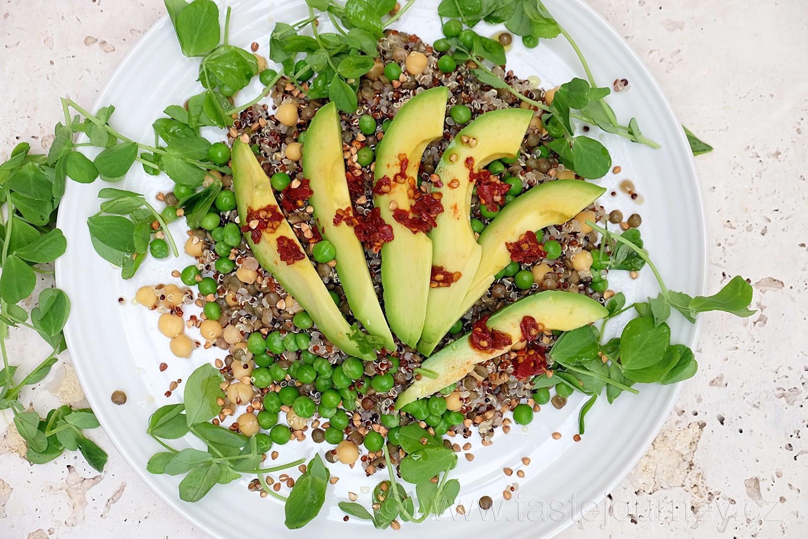 Salát s hráškem, quinou, čočkou a cizrnou je novým druhem salátů