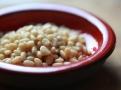 Piniové oříšky a rozinky dodají sladší chutě