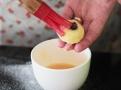 Pomažte rozšlehanými vejci a máčejte v posypce
