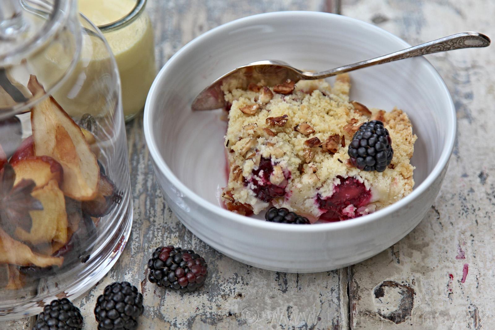 Aromatický crumble je rychlou verzí použití ovoce