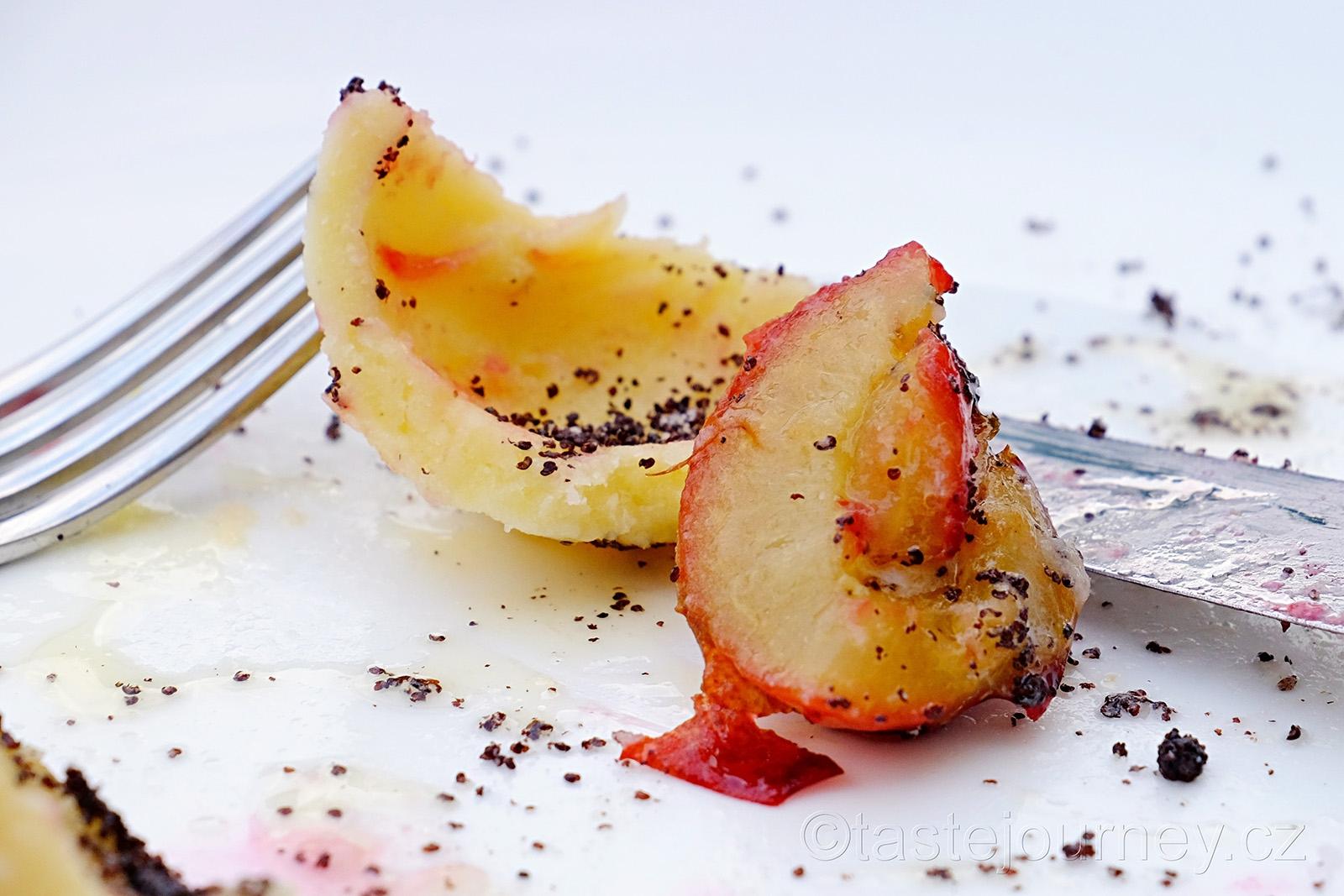 Švestky povařením získají lepší chuť a to je tajemství švestkových knedlíků