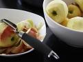 Jablka nemusíte namáčet v citrónové vodě proti zhnědnutí, karamel je stejně obarví