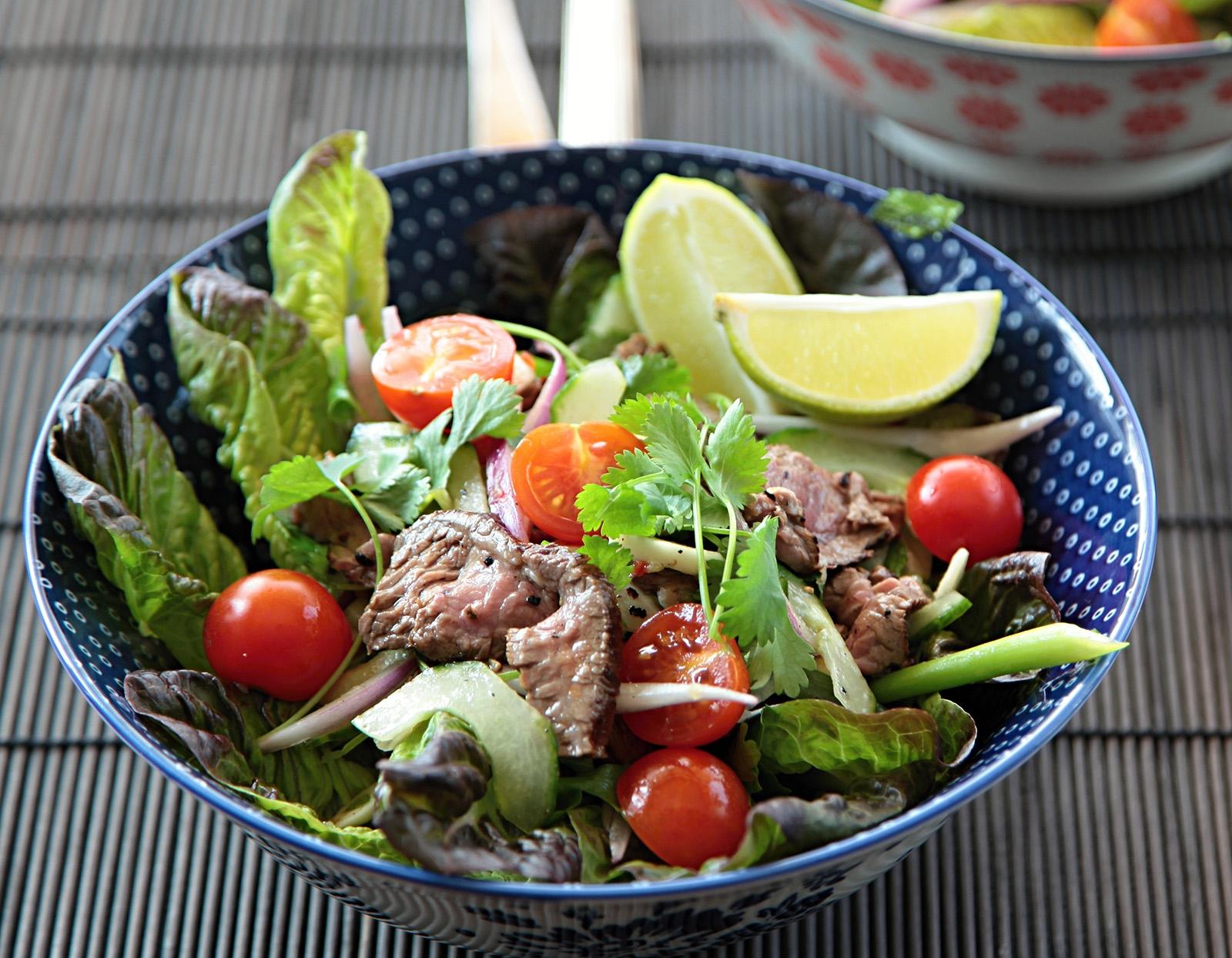 Dokonalá souhra delikátních chutí to je thajský salát s masem