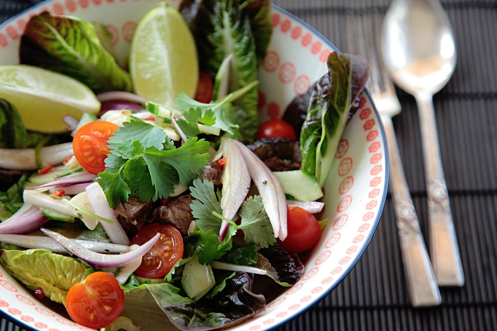 Červená cibule dá salátu tu správnou chuť