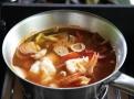 Polévka Tom Yam je jednoduchá a rychlá k přípravě