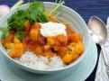 Lahodné kari zjemněte bílým jogurtem a ozdobte koriandrem