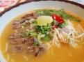 chilli beef ramen –  mísa nudlí s chilli omáčkou v kuřecím a vepřovém vývaru s hovězím       masem