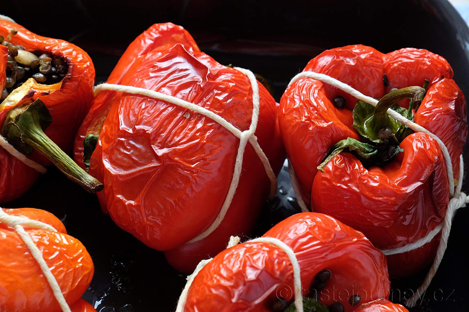 Plněné a zapečené papriky jinak než je známe, bez masa jako vegetariánský pokrm