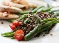 Salát ze zelené čočky je idální přílohou k masu či rybě