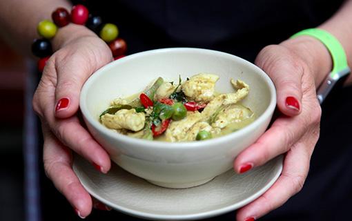 Zelené kari s lilkem jako sladký evergreen thajské kuchyně
