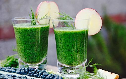 Mixované nápoje z čerstvého ovoce a zeleniny. Opravdově chutné smoothies
