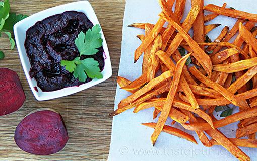 Netradiční kečup z červené řepy. Zdravě s hranolky ze sladkých brambor