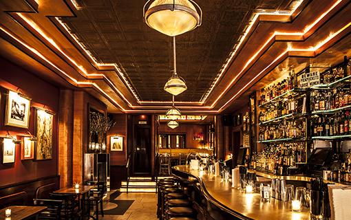 Zlatá éra barů a perfektní Mahattan koktejly a Negriny – to je Employees Only