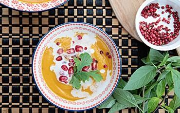 Máslová dýně, červený pepř a granátové jablko – ideální souznění v polévce