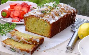 Cuketový chlebíček s citrónovým tymiánem. Vláčná pochoutka s bylinkovým nádechem