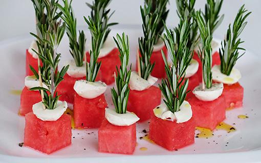 Silvestrovské bylinkové orgie. Čekání na půlnoc s melounem, ananasem a rozmarýnem