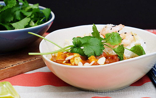 Indické rybí kari s krevetami a sladkými bramborami. Dietní a žhavá pochoutka.