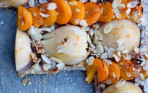 Hrušky se svůdnou chutí. Podzimní koláč ze špaldové mouky s meruňkami
