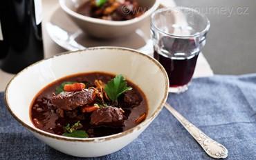 Beef bourguignon – dušené hovězí na víně patří k tomu nejlepšímu z francouzské kuchyně