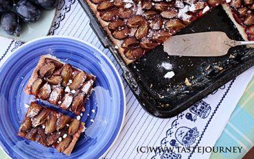 Švestkové koláče patří k tomu nejlepšímu z české kuchyně. Vyzkoušejte švestky v křehkém koláči se skořicí