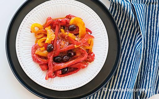 Peperonata – pečená paprika s ricottovými chlebíčky crostoni