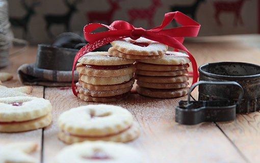 Vánoční cukroví – slepujte! Linecké koláčky i dortíčky se slaným karamelem