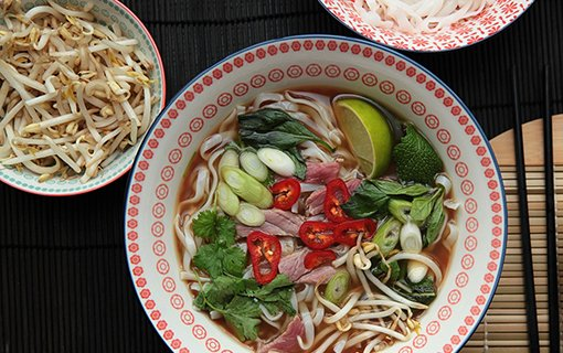Vietnamská pho polévka s hovězími plátky